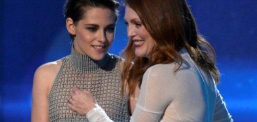 Kristen Stewart traída pelo vestido, mostra demais